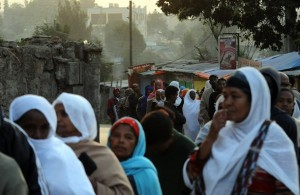 Ethiopians wait in line to cast their vo