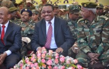 PM Hailemariam Desalegn(middle), Defense minster Siraj Fegessa (left) and Army Chief Samora Yenus